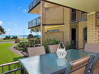Ayr Lodge - Bilinga/ North Kirra Beachfront & Ground Floor
