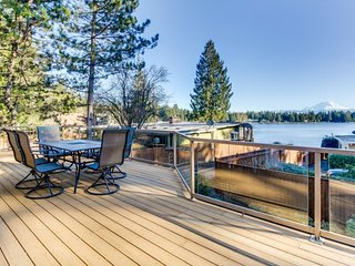 Spacious, welcoming lakefront home with bikes and kayaks, peaceful surroundings!