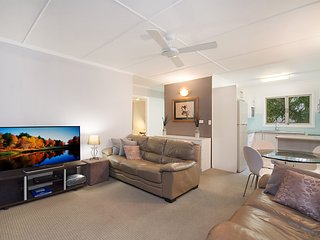 Kawana Lodge unit 5 - Neat and tidy and close to beaches, clubs and cafes