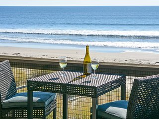 NEW! Oceanfront 1BR Condo Located on Monterey Bay