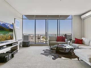 Breezy, light-filled luxury by the bay