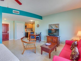 Studio w/ pool, hot tub, & fitness room - walk to the beach! Couples retreat!