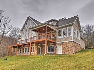 NEW! 3BR Roan Mountain Home w/Backyard & Mtn Views