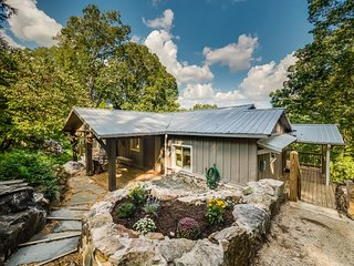 Secluded Cabin Yet So Close To All Things Chattanooga. 50% Down To Reserve. The