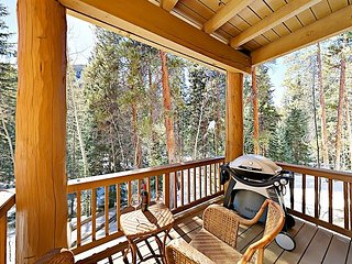 Secluded 1BR Condo w/ Deck, Hot Tub – Minutes to River Run & Downtown