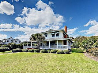 Beachfront 6BR w/ Covered Wraparound Porch - Near Village Square & Downtown