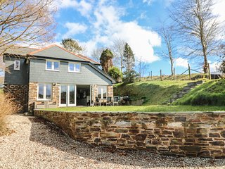 PENMARLAM QUAY COTTAGE, luxury cottage, near River Fowey, en-suites, Ref 977192