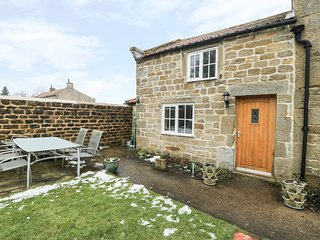 CHURCH FARM ANNEX, countryside views, pet-friendly, WiFi, Ref 976821