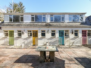 COVE COTTAGE, terrace garden, in Mawgan, Falmouth 10 miles, Ref 976777