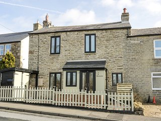 SKCOVHAVEN, woodburner, charming location, near Allendale