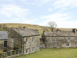 THE SMITHY, en-suite, countryside views, Yorkshire Dales National Park, Ref