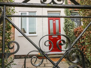21 WELLINGTON ROAD, open plan, enclosed garden, pet friendly, in Beverley