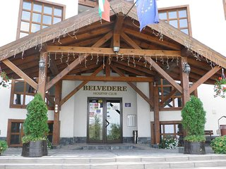Belvedere Holiday Club Cosy Ski and Sun Apartment few steps to Gondola