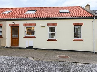 EXPLORERS RETREAT, pet-friendly, centre of Whitby, seaside features, Ref 970896