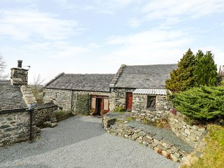 TY GWENNOL, beautiful barn conversion, exposed beams, WiFi, Ref 963091