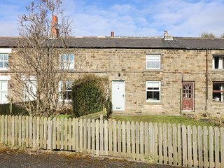 Canny Cottage, 5 Station Cottages, gardens, countryside views, pet friendly, in