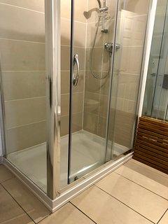 over sized shower in master en-suite
