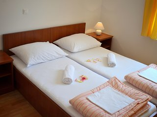 Floral apartment Pende 1 -Cosy and bright, within the short walk to center