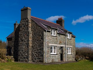 Glasfryn Cottages; Tan y Bryn