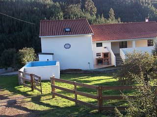 Self-contained Quintinha, on a secluded farm. 500m off N2, perfect to explore.