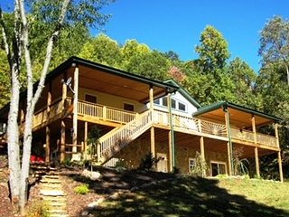 Deer Run Meadow - Large comfortable cabin with beautiful open meadow.