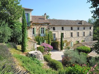 Charming one bedroom studio on grand historic Estate - heart of Provence