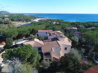 CASA MARZELLINU 3: apartment in villa 50 meters from the sea