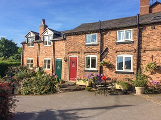 BAKERS COTTAGE, open-plan, dog-friendly, countryside views, Ref 26631