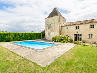 6 bedroom Villa in Belluire, Nouvelle-Aquitaine, France : ref 5049771