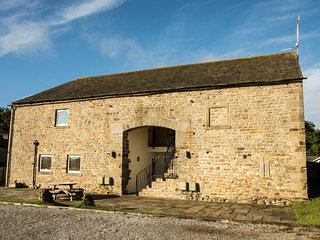 MALHAM family friendly, shared access to swimming pool and games room in