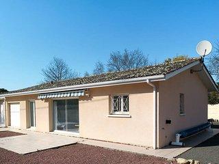 2 bedroom Villa in Montalivet-les-Bains, Nouvelle-Aquitaine, France : ref 558176
