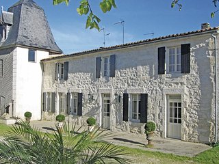 2 bedroom Villa in Beurlay, Nouvelle-Aquitaine, France : ref 5539049
