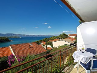 3 bedroom Apartment in Jelsa, Splitsko-Dalmatinska Županija, Croatia : ref 55528
