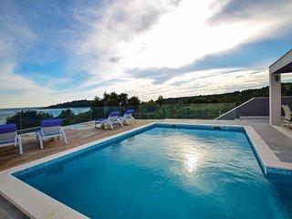 2 bedroom Apartment in Zecevo, Sibensko-Kninska Zupanija, Croatia : ref 5562613