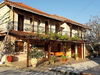 Pablo Studio for 2-3 guests next to the sea in Porto Giardino, Kypseli!