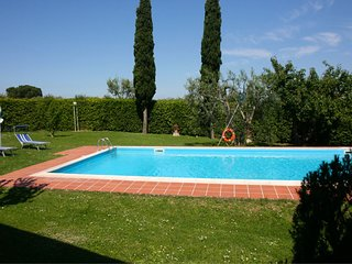 Petrignano Villa Sleeps 10 with Pool Air Con and WiFi - 5490419