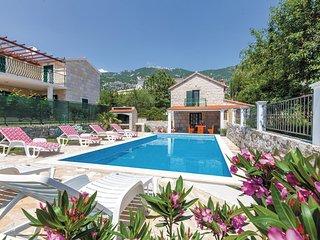 5 bedroom Villa in Ostrvica, Splitsko-Dalmatinska Županija, Croatia : ref 556329