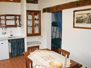 2 bedroom Apartment in Molinuzzo, Tuscany, Italy : ref 5553251