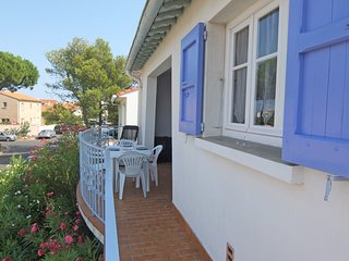 2 bedroom Apartment in Saint-Cyprien-Plage, Occitania, France : ref 5556652