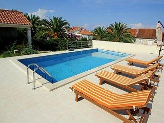 3 bedroom Apartment in Sutivan, Splitsko-Dalmatinska Zupanija, Croatia : ref 555