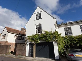 Beautifully renovated 1 Bed House, Old Town Poole