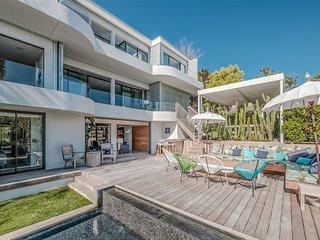 Modern villa close to the beach