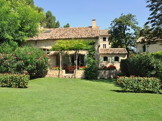 Les Cigales 5 bdrm - 4 bath villa air conditioned on private estate