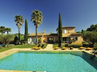 Villa in St Tropez vineyards 8/12 persons capacity; 5 suites