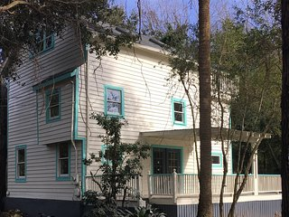 Folly Beach getaway with amazing space, perfect location and pet friendly