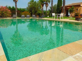 Villa in St Tropez vineyards 9 persons capacity; 4 Bedrooms