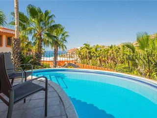 Villa Sonrisa - 3BR/3.5BA, sleeps 10, ocean view