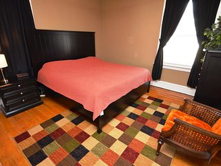Southwest Gardens Apartment 1W (One King Bed / Sleeps Maximum Of Five Guest )