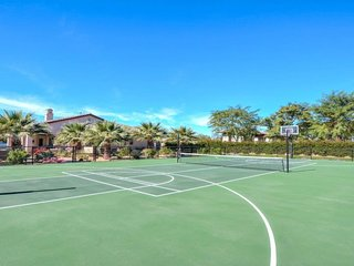 Colonial Estate - Walk to Coachella and Stagecoach