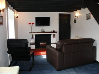 The Cottage is cosy all year round with full central heating and a living-flame electric fire.